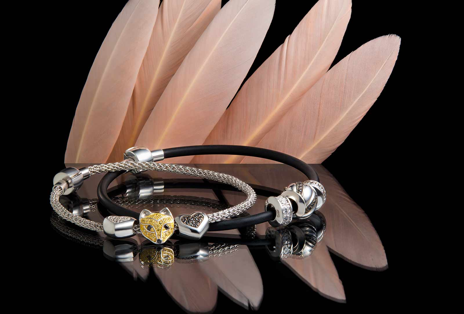 Серебряные браслеты с шармами
