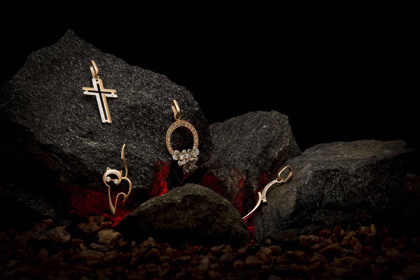 Золотые кулоны, кресты, подвески